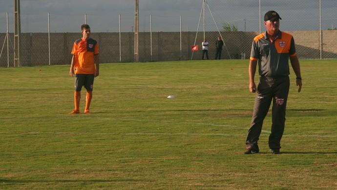 Mazola Júnior, técnico do CRB (Foto: Denison Roma/Globoesporte.com)