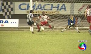 Gol do Valdir, Gol do Fantástico, Operário x Comercial, final estadual 1996 (Foto: Reprodução/TV Morena)