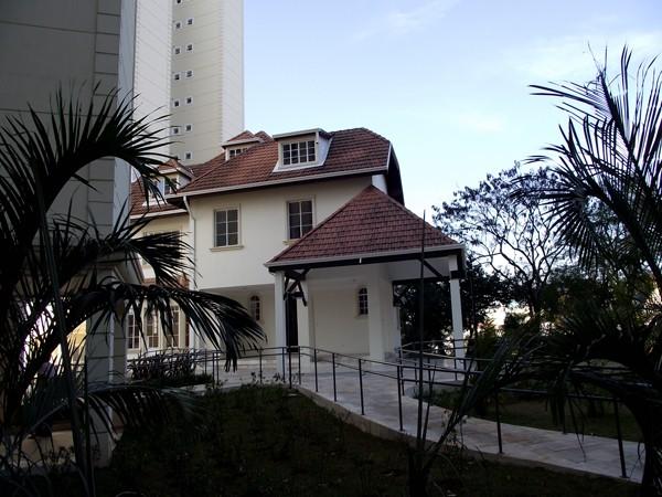 O 'Castelinho' atualmente é utilizado como salão de festas por um condomínio (Foto: Alexandre Pimenta/ Pirituba Net/VC no G1)