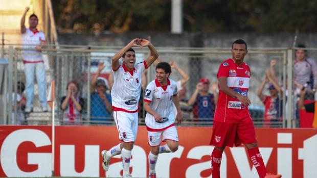 Anderson gol Paraná x CRB (Foto: Geraldo Bubniak / Ag. Estado)