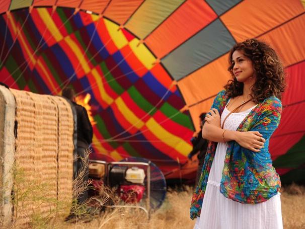Nanda Costa, protagonista de Salve Jorge, faz passeio de balão na Turquia (Foto: TV Globo / João Miguel Júnior)