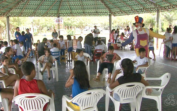 Crianças se divertem com as atividades oferecidas nos espaços do Horto Florestal, em Rio Branco (Foto: Bom Dia Amazônia)