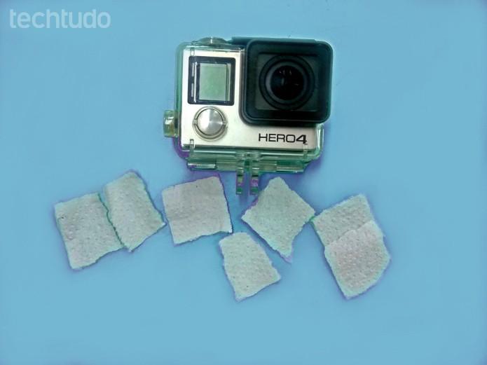 GoPro: recorte pequenas tiras de papel higiênico ou papel toalha (Foto: Reprodução/Paulo Vasconcellos)