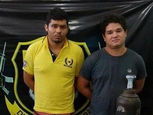 Da esquerda para a direita: foragido Ronan Campos Nogueira [foragido] e César Augusto Sousa de Castro [não tem passagem pela polícia] (Foto: Neidiana Oliveira/G1)