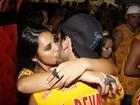 Bruno Gissoni troca beijos com atriz de 'Salve Jorge' em camarote na Sapucaí