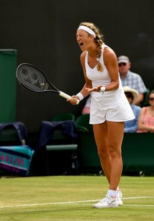 Victoria Azarenka se frustra com erros no torneio de Wimbledon (Foto: Shaun Botterill / Getty Images)
