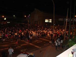Manifestação em prol do caso Beatriz  interdita Avenida Guararapes em Petrolina, PE (Foto: Juliane Peixinho / G1)