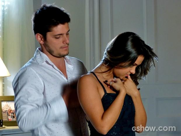 André é carinhoso com Bárbara (Foto: Em Família/ TV Globo)