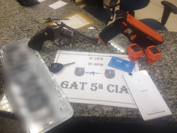 Material foi encontrado com suspeito na ação dos policiais (Foto: Divulgação/Polícia Militar)