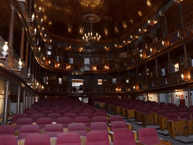 Por dentro , o Tetaro Santa Roza se assemelha à proa de um navio e tem estilo neoclássico com influência greco-romana (Foto: Antônio David/ Secom-PB)