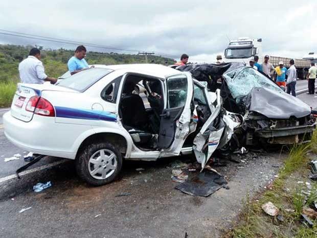 Bahia: Acidente entre dois carros na BR-101 deixa pelo menos 7 mortos, diz polícia
