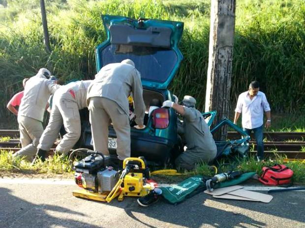 Acidente aconteceu de dia e em uma reta da RJ-121 (Foto: Divulgação/Polícia Militar)