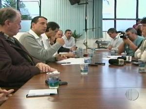 """Reunião com prefeito e representantes do movimento """"Vem Pra Rua Mogi"""" é realizada nesta segunda (24) (Foto: Reprodução / Tv Diário)"""