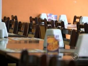Restaurantes estão vazios devido a falta de água em Itu (Foto: Reprodução/ TV TEM)