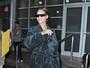 Rihanna é fotografada de roupão e pantufas nos Estados Unidos