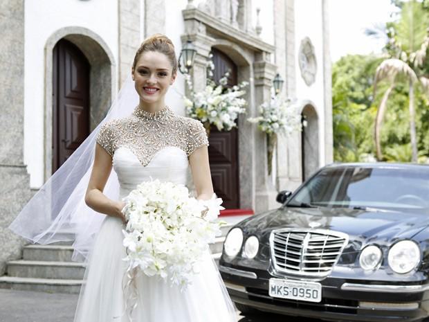 Isabelle Drummond grava cenas vestida de noiva (Foto: Ellen Soares/Gshow)