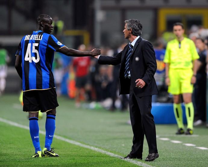 Balotelli e Mourinho Inter de Milão 2009 (Foto: Getty Images)