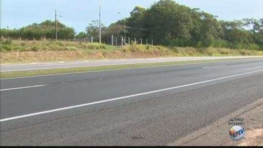 Menino de 10 anos morre atropelado ao correr atrás de pipa na Rodovia SP-340