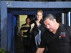 Ana Hickmann deixa delegacia após depoimento sobre atentado em hotel
