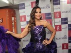 Ivete Sangalo encarna look Moulin Rouge para cantar em camarote