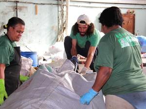 Coleta seletiva recolhe 10 toneladas de material por mês (Foto: Jeferson Hermida)