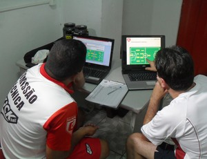 Leston Júnior e Albano Pedrosa, técnico e analista tático do Guarani-MG (Foto: Cleber Corrêa)