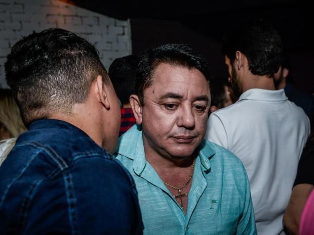 João Reis, pai de Cristiano Araújo, em show em Goiânia, Goiás (Foto: Francisco Cepeda/ Ag. News)
