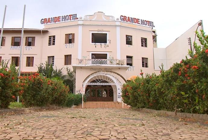 Revista de Sábado fez um tour pelo 'Grande Hotel' em Ibirá (Foto: Reprodução / TV TEM)