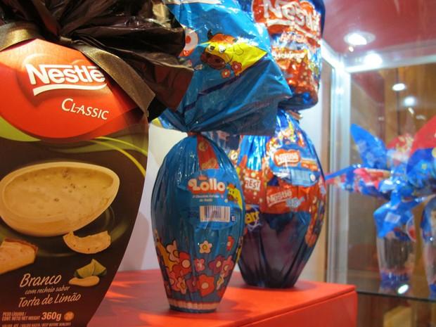 Lançamentos da Nestlé incluem um ovo de chocolate branco com recheio sabor torta de limão e ovo de páscoa Lollo (Foto: Darlan Alvarenga/G1)