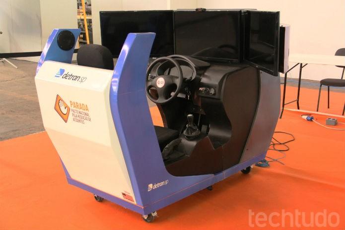Cabine de direção virtual, que será exigida pelo Detran nas aulas práticas de direção a partir de 2014 (Foto: TechTudo/Renato Bazan)