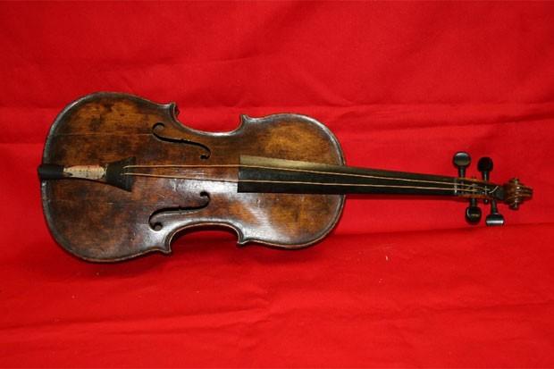 Violino de músico do Titanic, leiloado por quase R$ 3,2 milhões (Foto: Reprodução)