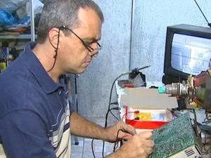 Assistências técnicas voltaram a receber TVs de tubo e aparelhos de som (Foto: Reginaldo dos Santos/EPTV)