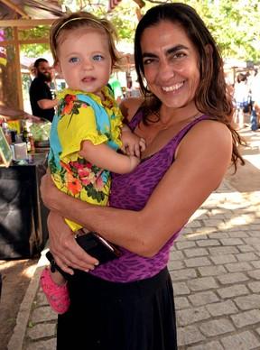 Carol Machado e a filha (Foto: Cristina Granato / Divulgação)