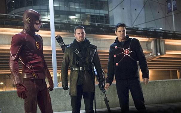 Flash: dois super-heróis voltam no penúltimo episódio para ajudar Barry [GLOBO] Herois-606