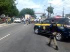 Manifestantes interditam a rodovia BR-316 em Marituba, PA