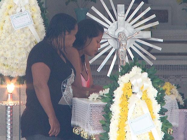 Enterro de Lázaro Leno dos Santos Rosário (Foto: Reprodução/TV Bahia)