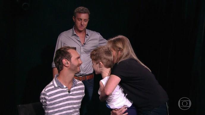 Luciano Huck promove encontro emocionante (Foto: TV Globo)
