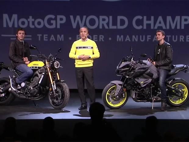 Valentino Rossi e Jorge Lorenzo na apresentação da Yamaha (Foto: Reprodução)