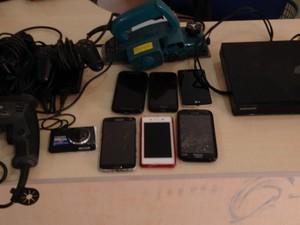Aparelhos recuperados foram levados para a delegacia local (Foto: Júnior Freitas/ G1)