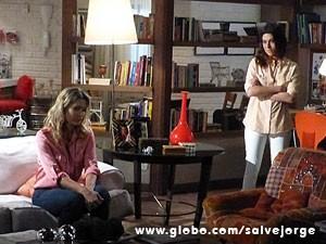 Érica fica triste depois que Lucimar leva o bebê (Foto: Salve Jorge/ TV Globo)