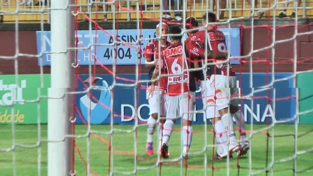 Joinville x Atlético-IB: Jogadores comemoram gol de Diego Jussani (Foto: Divulgação / JEC)