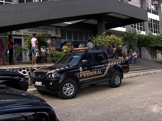 polícia federal em simoes filho (Foto: Imagens / TV Bahia)