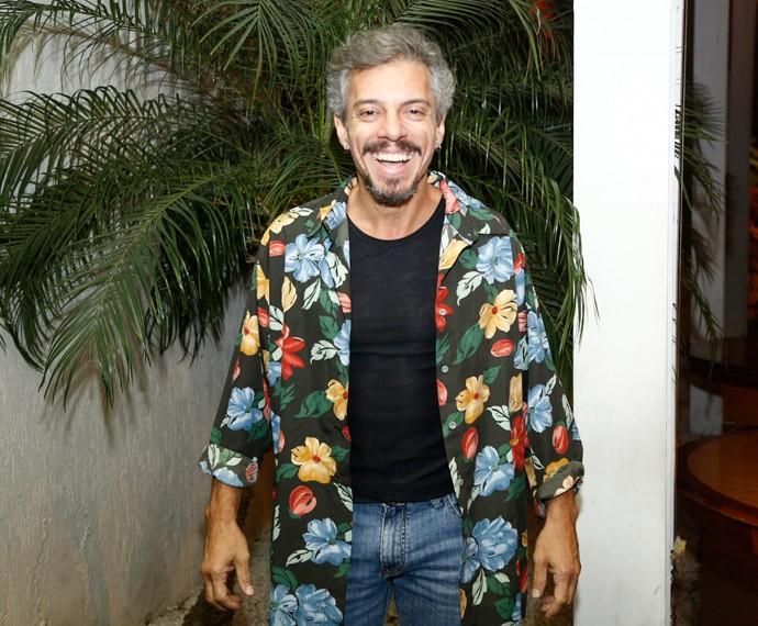 Osvaldo Mil assiste primeiro capítulo de 'A Regra do Jogo' (Foto: Raphael Dias/Gshow)