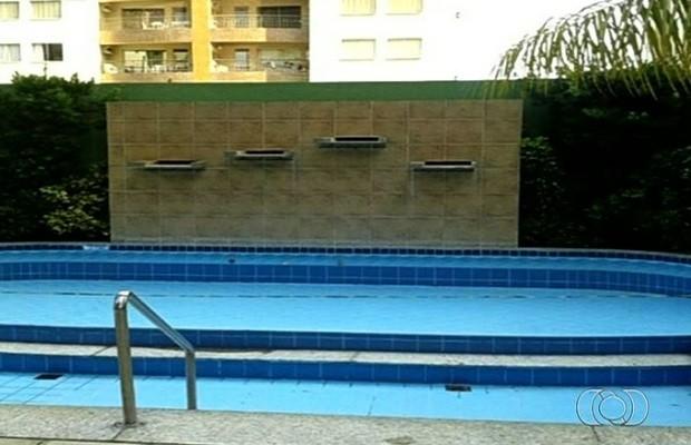Piscina onde Kauã Davi teve braço sugado por ralo e morreu é reaberta em Caldas Novas, Goiás  (Foto: Reprodução/TV Anhanguera)