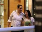 Lívian Aragão vai ao salão de beleza com a mãe