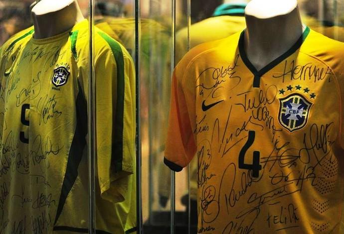 093bbce8c3 Camisas autografadas estão em exposição em Uberlândia (Foto  Artur Ribeiro)