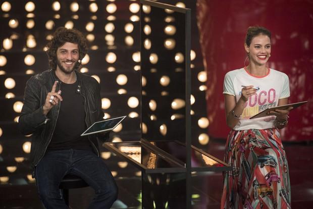 Chay Suede e Laura Neiva no programa Amor & Sexo (Foto: Globo / Mauricio Fidalgo)