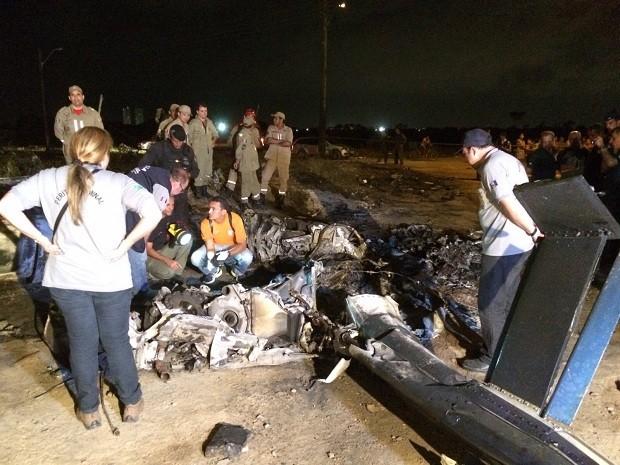 Técnicos da Aeronáutica chegam a Maceió para iniciar perícia do acidente (Foto: Pedro Mesquita/G1)