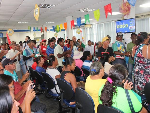 Agricultores familiares ocuparam agência do INSS em Petrolina (Foto: Amanda Franco/G1)