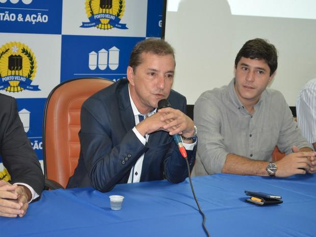 Prefeito Hildon Chaves vai destinar salário para entidades em Porto Velho (Foto: Matheus Henrique/G1)